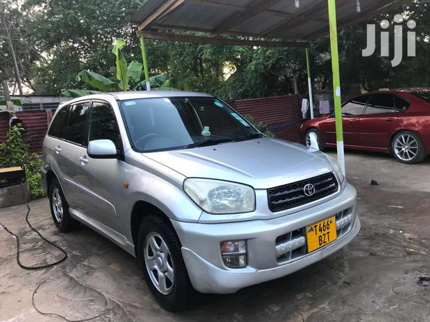 Archive: New Toyota RAV4 2000 Automatic Silver